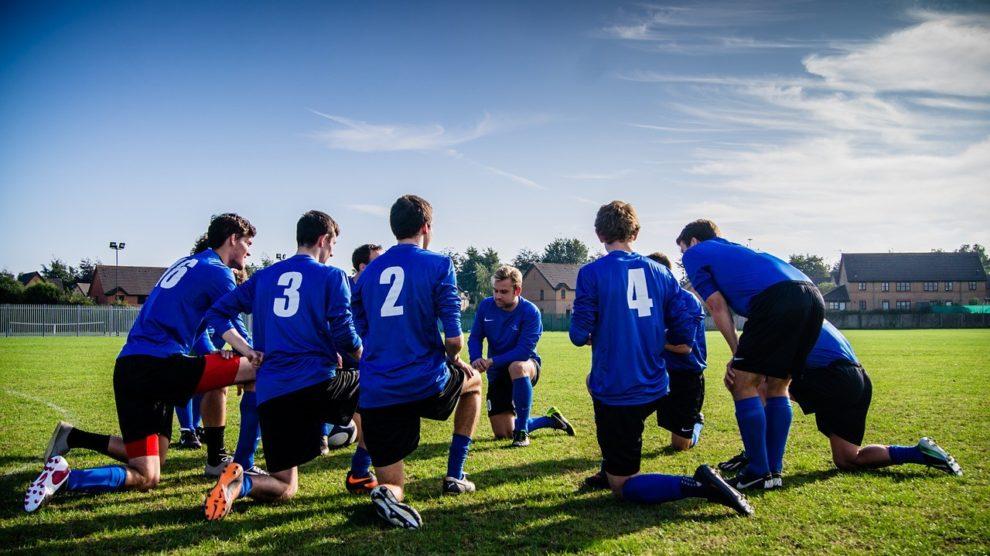 Spieleranzahl Beim Fussball Jugend Bis Aktiv Spielregeln De
