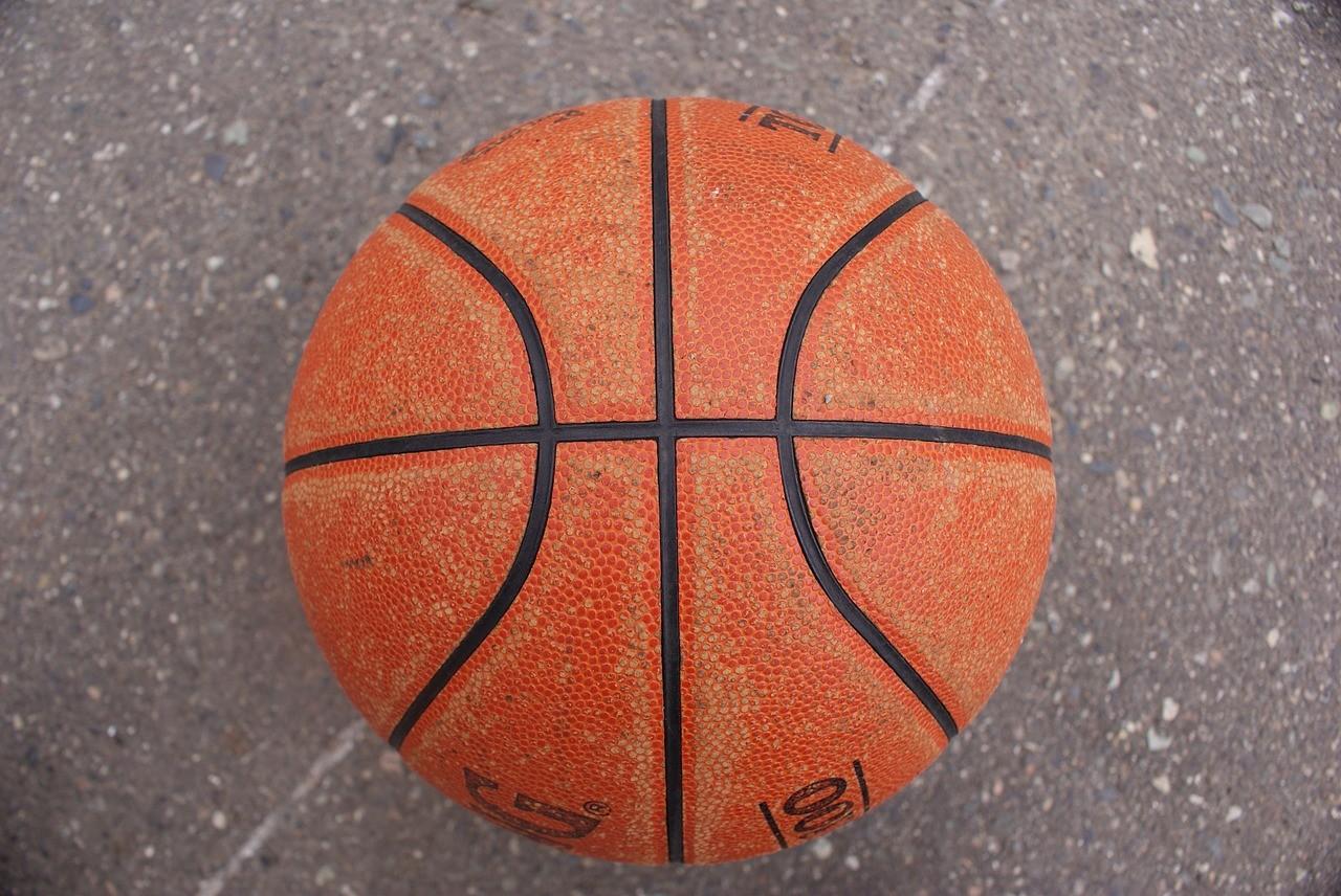Der Basketball
