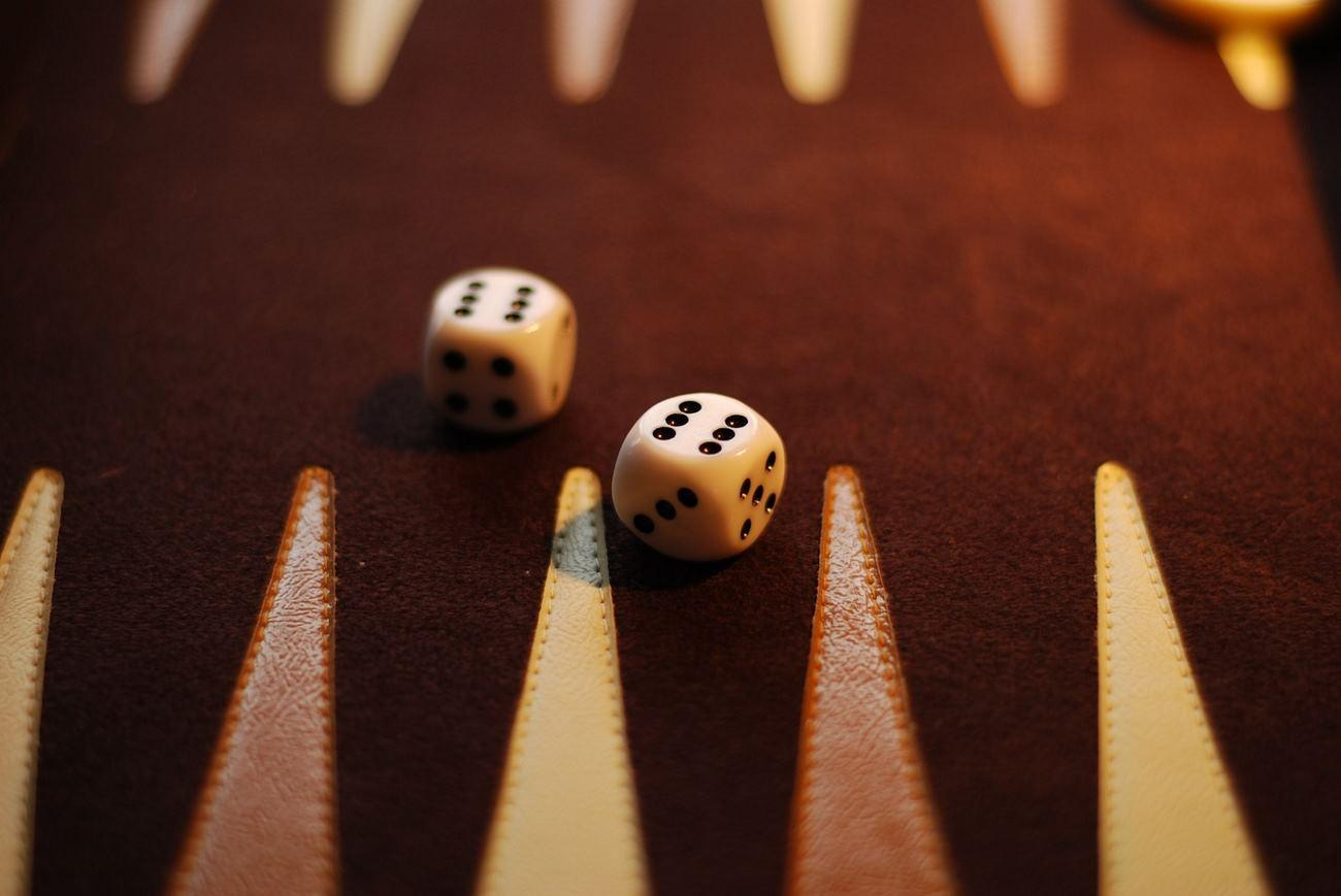 Backgammon – Aufbau und Regeln des Brettspiels